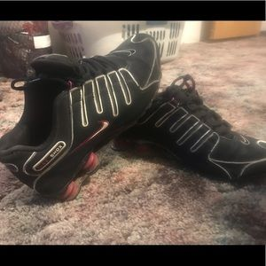 Pink and black nike Shox size 9.5